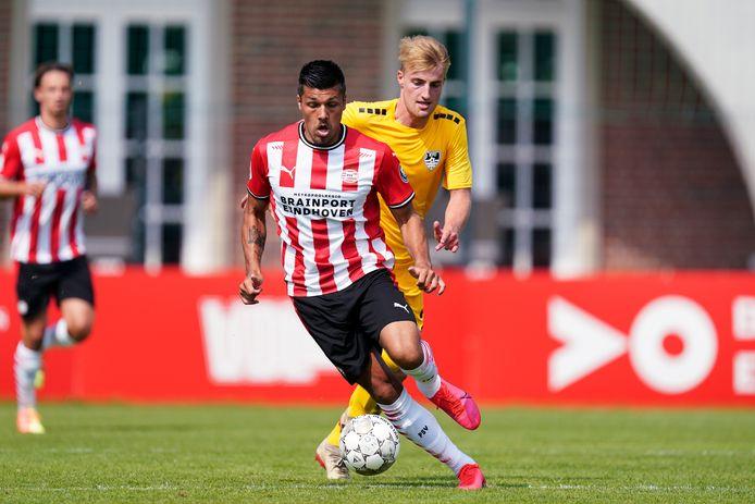Joël Piroe in actie tegen KFC Uerdingen 05.