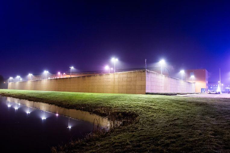 De penitentiaire inrichting in Zwolle. Volgens vertegenwoordigers van gedetineerden worden coronamaatregelen in gevangenissen niet nageleefd. Beeld ANP