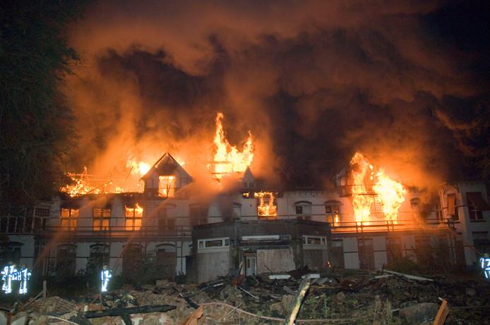 In 2007 ging het voormalige sanatorium op Landgoed Erica in Nunspeet in vlammen op.