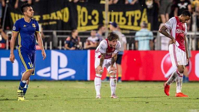 Lasse Schöne baalt bij een stand van 4-0 Beeld anp