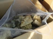 Bestelbus vol drugs met straatwaarde van 10 miljoen euro van snelweg geplukt
