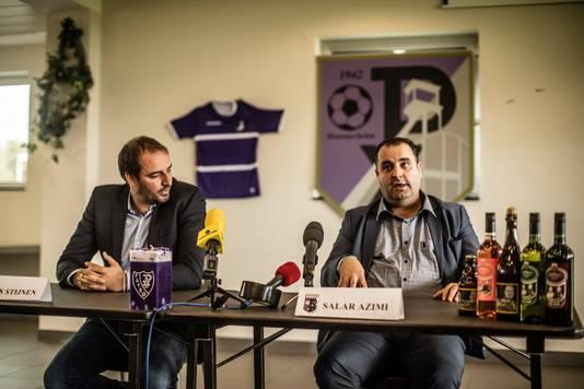 Salar Azimi (rechts) samen met trainer Stijn Stijnen, bij zijn presentatie als voorzitter van Patro Eisden Maasmechelen.
