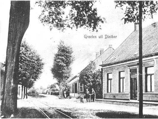 De Brouwersstraat, ook een deel van de huidige'traverse',  nog met tramrails.
