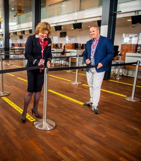 Op vakantie vanaf Rotterdam The Hague Airport: mondkapje op en afscheid nemen op de parkeerplaats