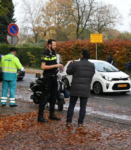 Scooters botsen tegen elkaar in Enschede