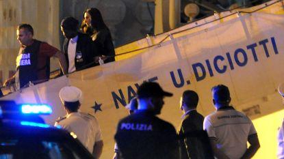 Italië staat migranten toch toe aan land te gaan op Sicilië