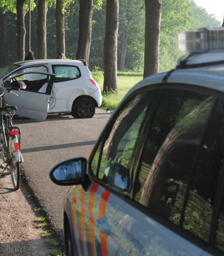 Man gewond door botsing tegen boom in Moergestel