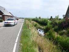 Vrouw rijdt met auto sloot in bij Bodegraven