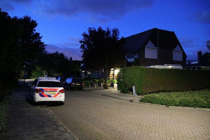 Politie bij de woning in Grijpskerke waar de overval op Hrieps plaatsvond