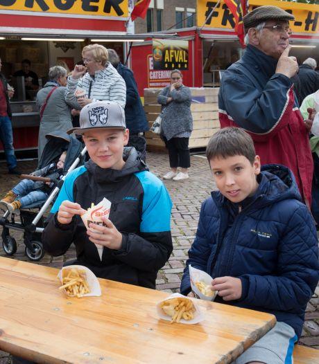 Inwoners van Noordoostpolder krijgen toch hun gratis frietje: 'Zo blij dat er weer iets kan'