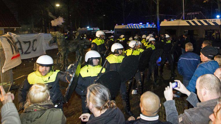 Actievoerders voor het gemeentehuis in Geldermalsen. Beeld ANP