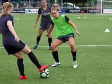 ATC'65 legt claim van een halve ton neer bij stichting FC Twente vrouwen