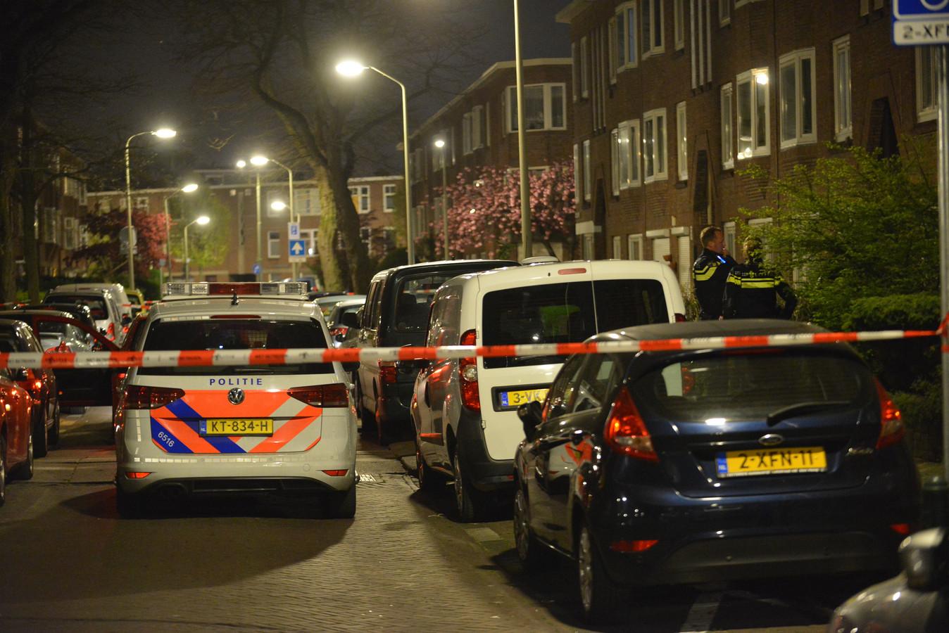 Bij een steekincident in de Drebbelstraat in Den Haag is vannacht een persoon gewond geraakt. De politie heeft een verdachte aangehouden.