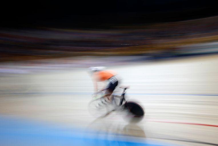 Jeffrey Hoogland tijdens het sprinttoernooi op de WK in Apeldoorn, afgelopen maart. Hij is een van de beste Nederlandse sprinters, maar heeft nu geen hoofdcoach. Beeld AP