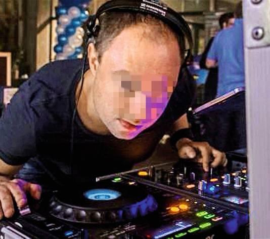 Mike D.B. (41) is naast jeugdcoach ook DJ, al probeerde hij gisteren zelfs dat te ontkennen door alle accounts op sociale media te verwijderen.