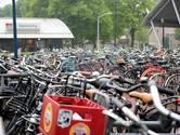 Tijdelijke fietsenstalling bij station in Best nu al propvol