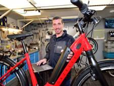Fietsenmaker verandert in 'elektromonteur' door populariteit e-bikes: 'Soms drie uur zoekwerk'