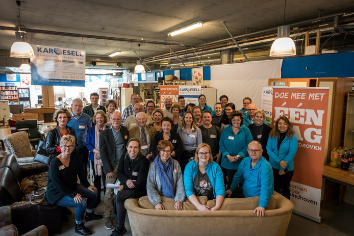 Kringloopwinkel Karoesell schenkt geld aan diverse stichtingen uit Best, Eindhoven en Eersel.