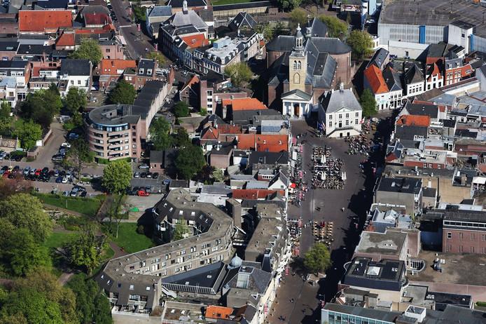 20140419 - Roosendaal - Foto: Ramon Mangold - Luchtfoto Markt. Met het Oude Raadhuis en de St.Jan (Boven).