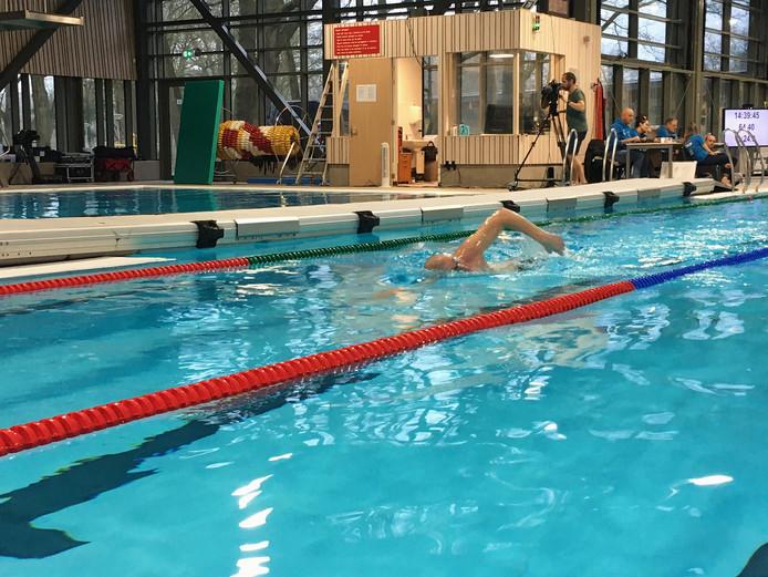 Maarten van der Weijden in actie tijdens zijn recordpoging in Oosterhout.