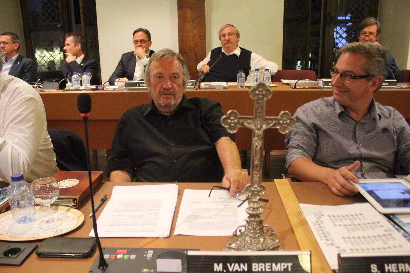 Michel Van Brempt (VB) nam zijn eigen religieus symbool mee.