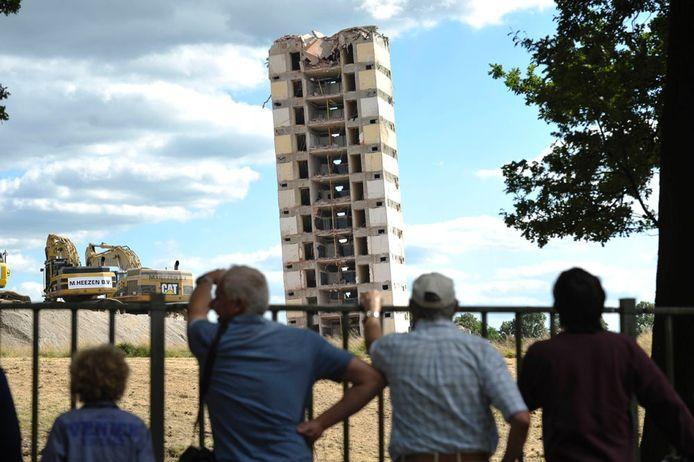 Het laten imploderen van het oude VH-gebouw van Philips trok veel bekijks in Eindhoven. (archieffoto)