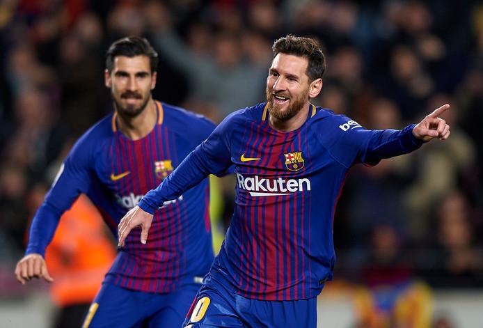 Lionel Messi viert een van zijn goals.