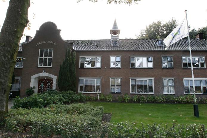 De woningnood in Luttenberg is enigszins verlicht na de verbouwing van het voormalige klooster Maria-Oord, maar er blijft grote vraag naar nieuwe betaalbare woningen voor vooral starters en senioren.