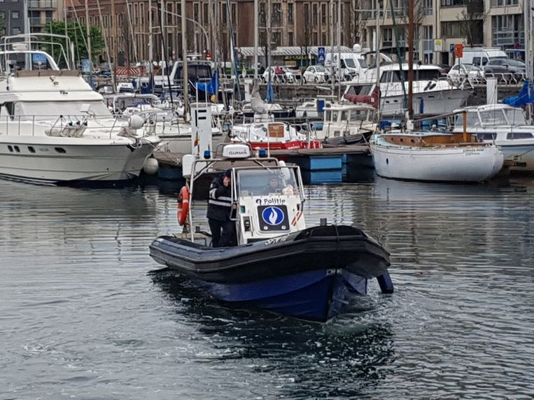 De scheepvaartpolitie zette een sonarboot in.