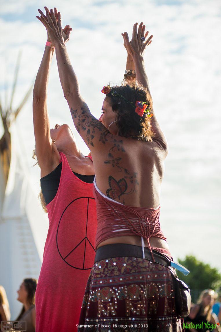 Summer of love Beeld Natural Yoga