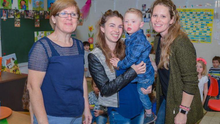 Vlnr: Linda Eykens, mama Melanie Holemans, Kyllyan en juf Sara Opdebeeck.