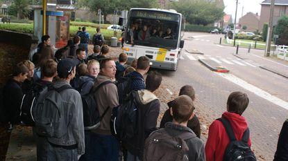 Tiener zwaait met pistool op bus De Lijn en slaat chauffeur ziekenhuis in