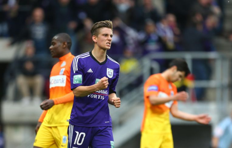 Dennis Praet zet de 4-0 op het bord in 2014. Anderlecht op weg naar de titel.
