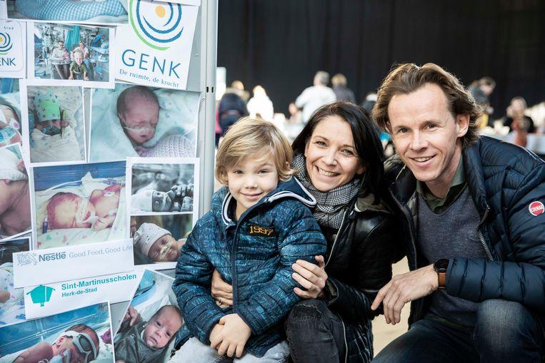 Ine Witters en haar man Stijn Vanoppen met de vijfjarige Leon, die na een zwangerschap van 31 weken geboren werd.