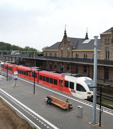 Even opletten: de Lingelijn op station Geldermalsen heeft nu een eigen perron
