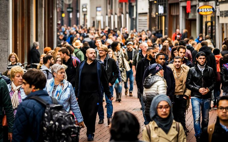 De Amsterdamse Kalverstraat, uithangbord van de consumptiemaatschappij.  Beeld Anp