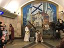 Theatergezelschap Gajes trok met een deel van de voorstelling Odyssee door de metro van Sint Petersburg in Rusland.