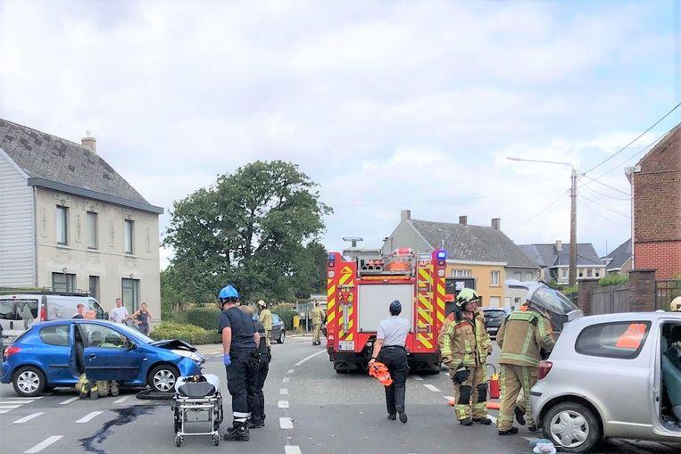 Bij het ongeval raakten twee personen gewond.