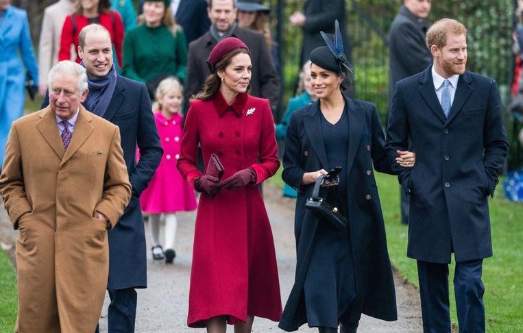 Prins William, prins Charles, Kate Middleton, Meghan Markle en prins Harry op weg naar de  St. Mary Magdalene kerk in Sandringham voor de kerstdienst.