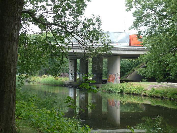 De A1 brug over het Apeldoorns Kanaal