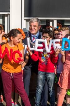 Jan van Zanen vindt 'Fitlala' een iets te ingewikkeld dansje bij Koningsspelen