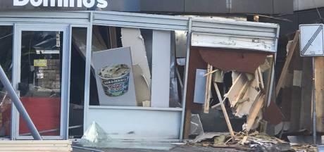 Politie zoekt duo op scooter na verwoestende plofkraak naast Domino's in Lelystad