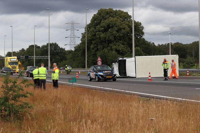 Twee van de drie rijstroken gingen op slot na het ongeluk bij Hoenderloo.