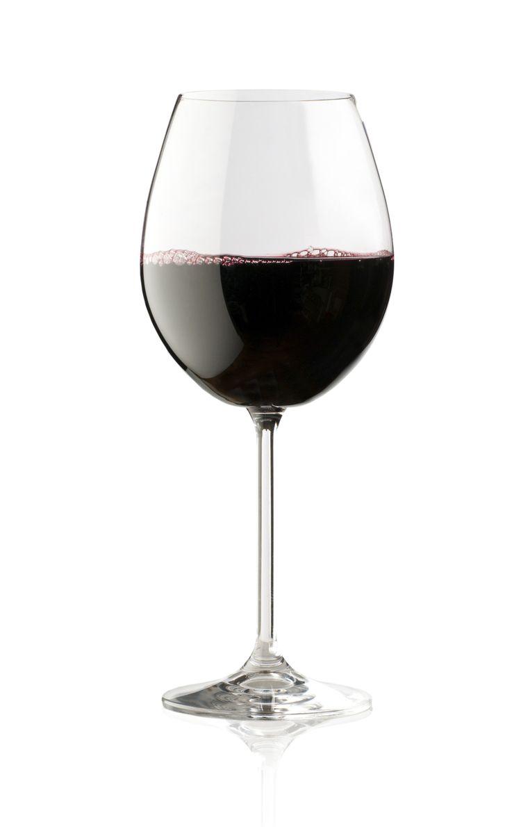 Je hoeft niet te stoppen als je graag een glas wijn lust. Beeld thinkstock