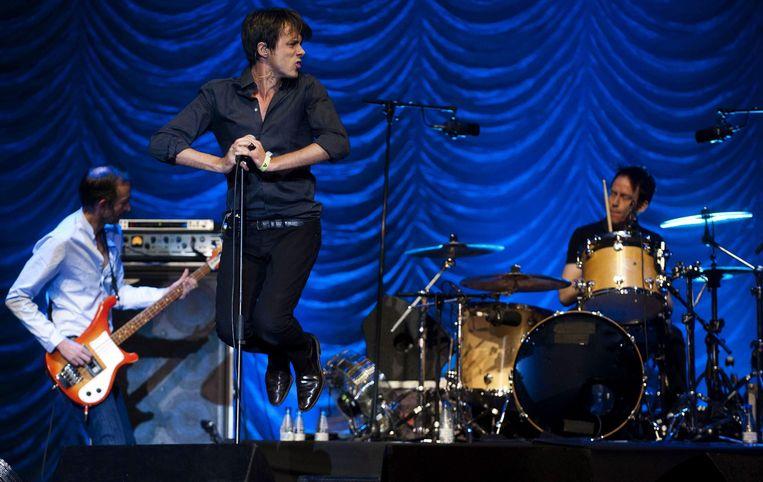 Leden van de Britse band Suede op het podium tijdens het Bilbao BBK Live Festival in Spanje in 2011.