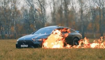 YouTuber steekt expres zijn nieuwe Mercedes-AMG in brand