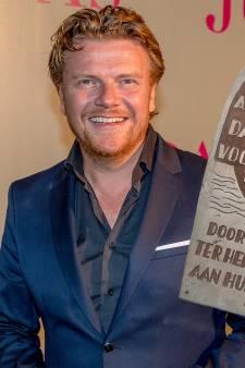 Historische plaquette terug in Ter Heijde: 'Heugelijke dag'