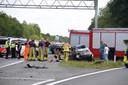 De A1 bij Ugchelen is tijdelijk afgesloten na een zware crash met zeker één zwaargewonde.