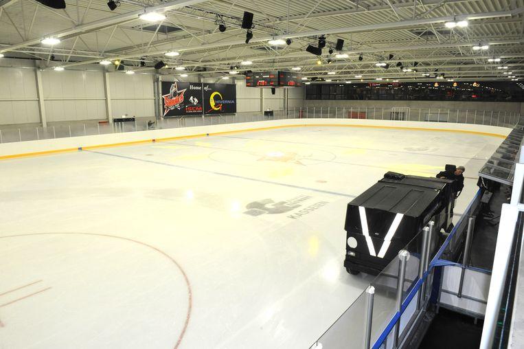 De ijspiste is met 1.800 vierkante meter dubbel zo groot als de piste in Leest.