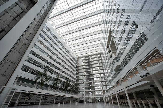 Het atrium van het stadhuis in Den Haag